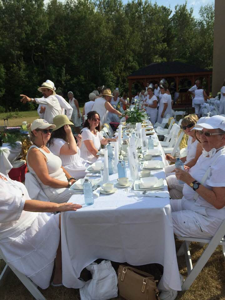 Innisfil Dinner in White, IACHC, Diner en Blanc